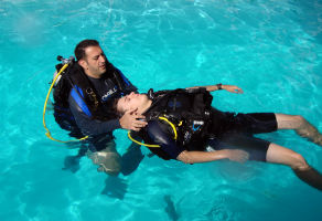 PADI Rescue Diver Course with PADI Emergency First Response Course 2